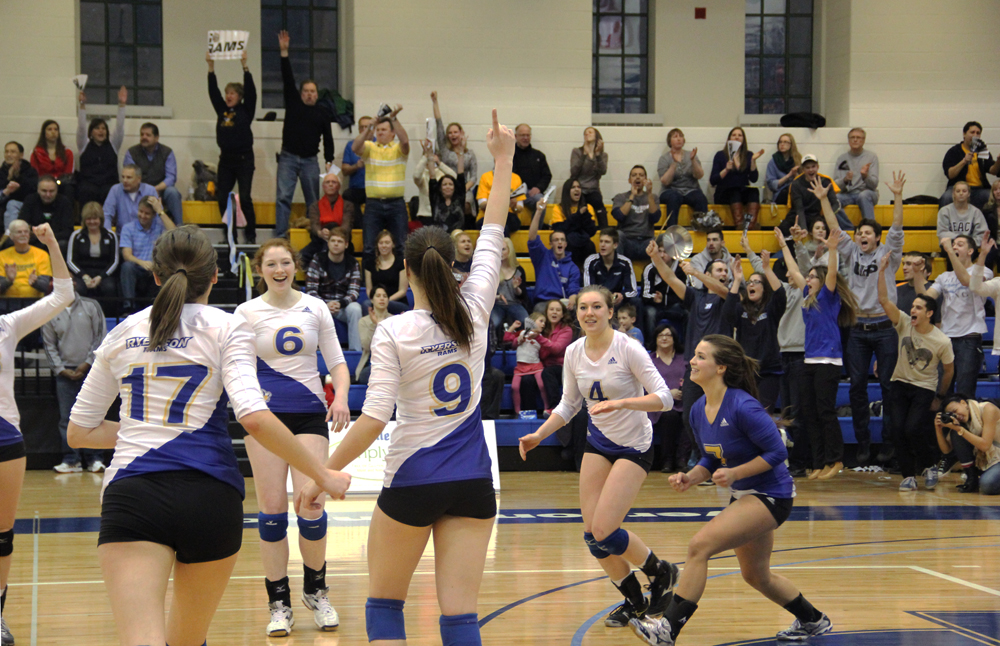 Women's volleyball wins, advances to OUA Final Four