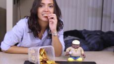 Susana eating chips.