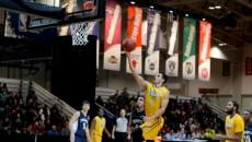Ammanuel Diressa goes for a lay-up in a game against U of T. PHOTO: CHRIS BLANCHETTE