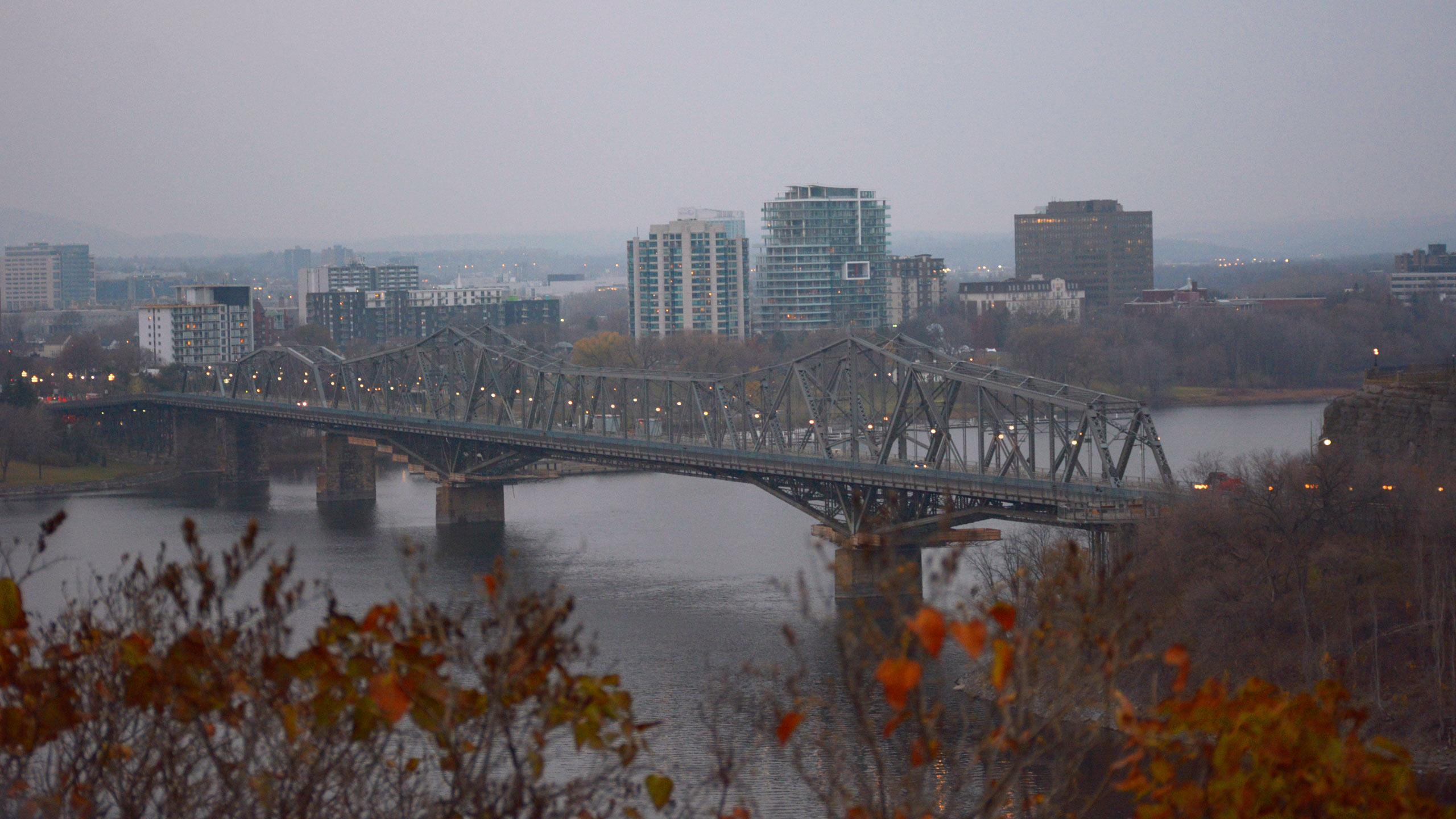 The Alexandra Bridge separating Ottawa and Gatineau. PHOTO: KEITH CAPSTICK