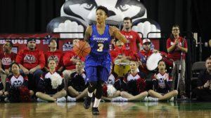 Ryerson basketball player dribbles the ball
