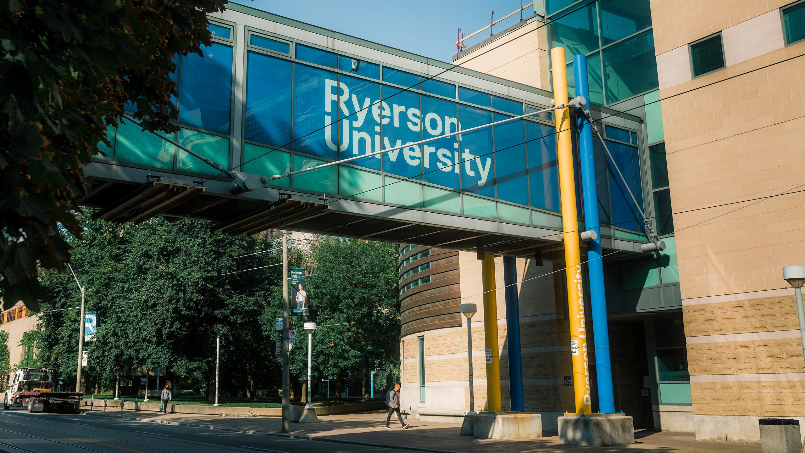 Photo of the bridge between Kerr Hall and RCC on Gould Street that says Ryerson University.